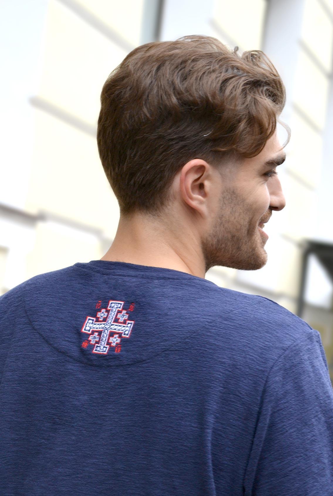 футболка с христианскими символами
