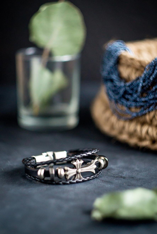 кожаный браслет с крестом черный