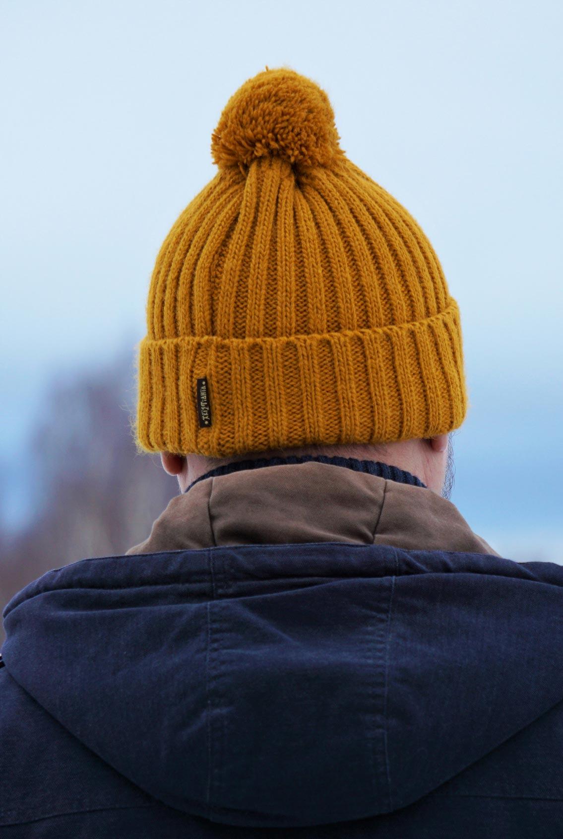 шапка с русской  символикой