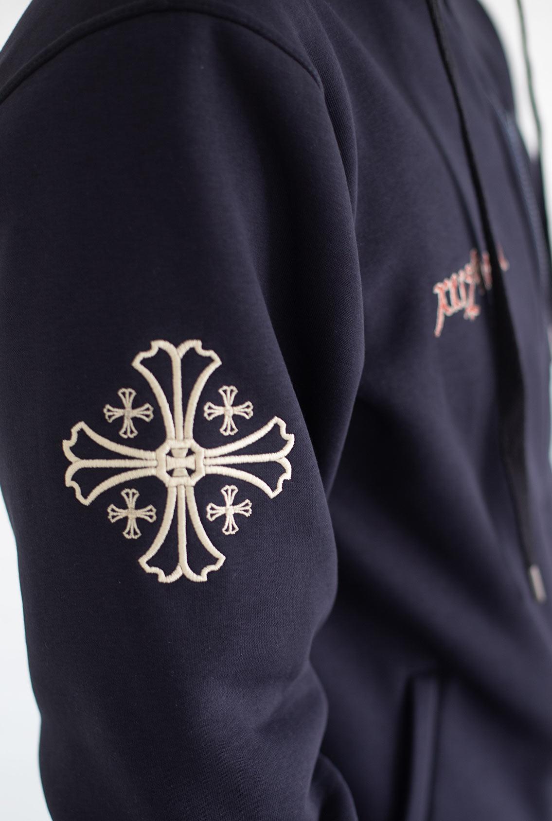 Крест на одежде